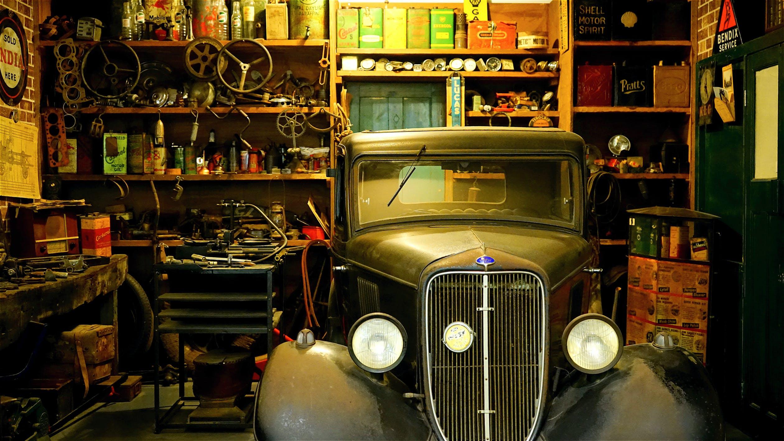 auto v dílně