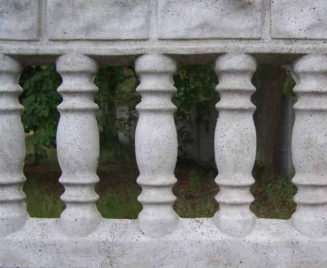 odlévaný betonový plot